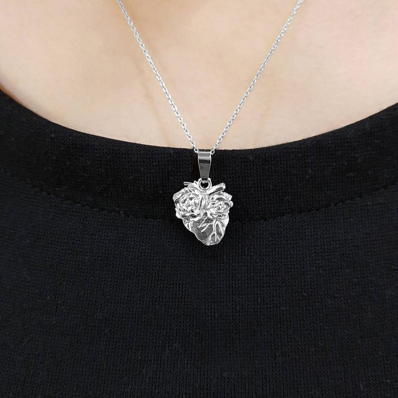 Srebrne serce z łańcuszkiem